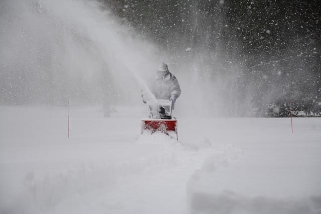 snow-removal-1853220_640